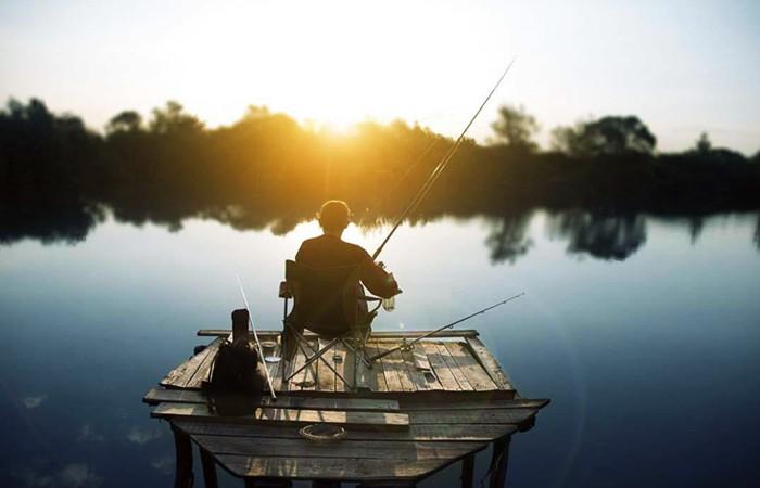 乐农湖畔钓鱼.jpg