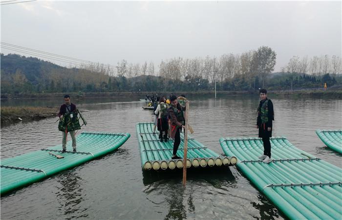 武汉乐农湖畔农家乐水上竹筏
